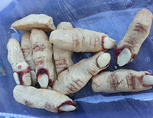 Halloween-cookies-fingers