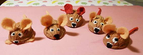Christmas craft walnut mice