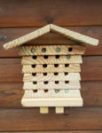 Bee hotel with sealed corridors